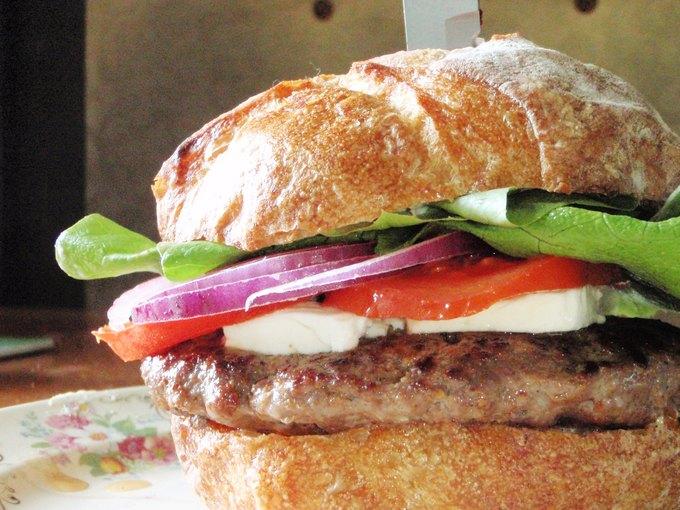 В Лондоне съели первый в мире искусственный бургер. Изображение № 1.
