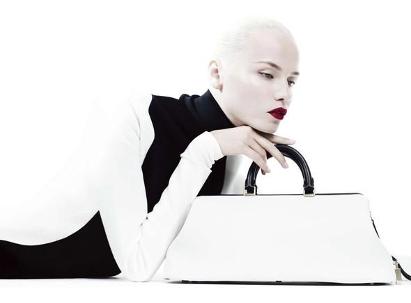 Съёмка: Наташа Поли для китайского Vogue. Изображение № 2.