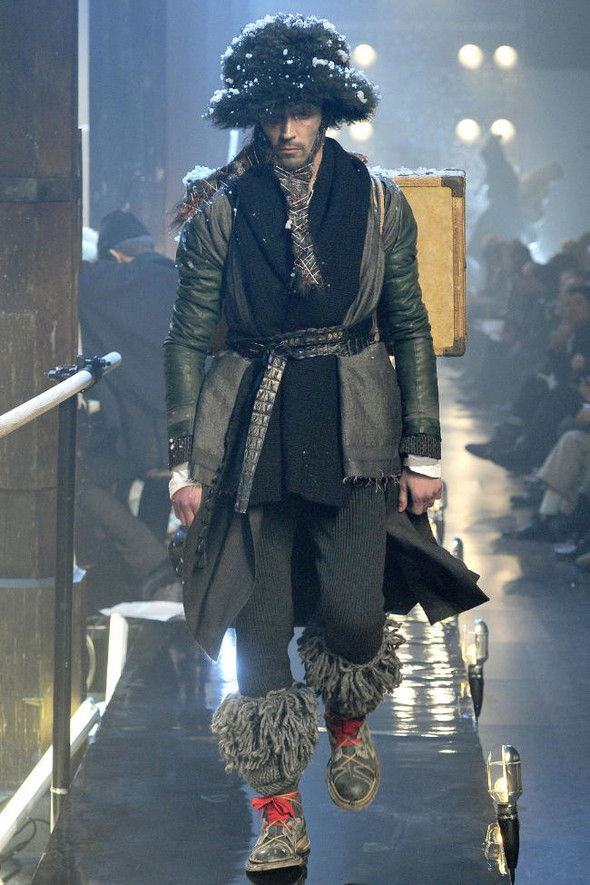 Джон Гальяно/ Осень-зима 2011/ Неделя моды в Париже. Изображение № 1.