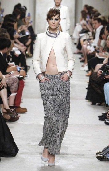 Chanel показали круизную коллекцию в Сингапуре. Изображение № 2.