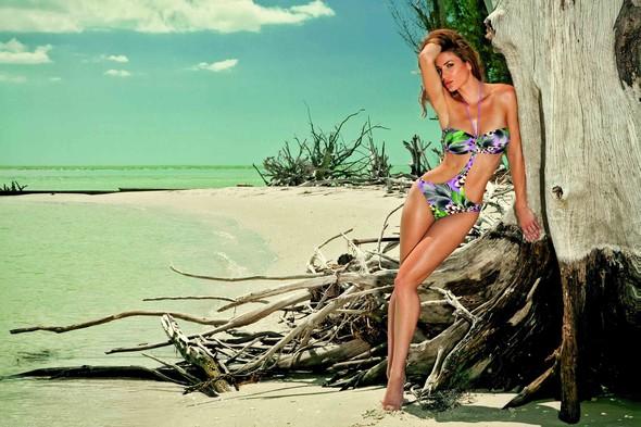 Мисс Россия-2012 дефилирует в купальнике Marc & Andre. Изображение № 7.