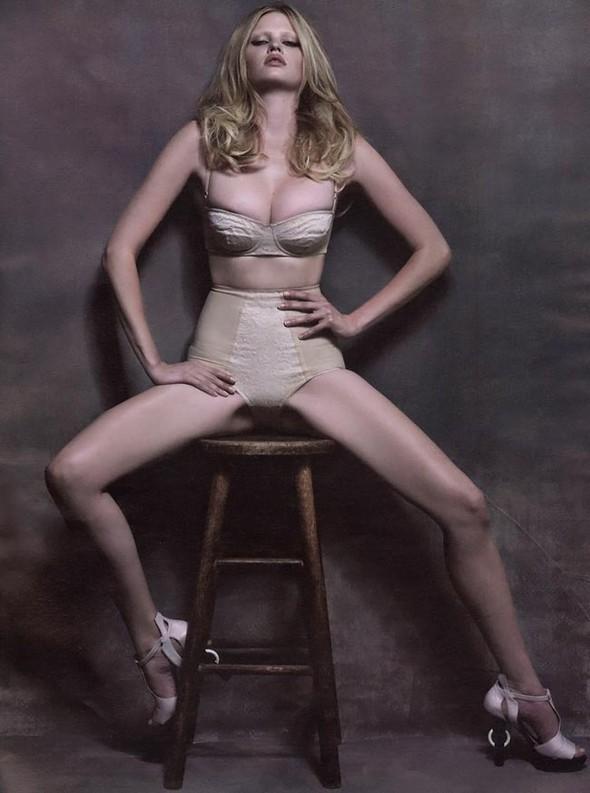 Lara Stone WAugust 2009. Изображение № 5.