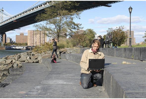 Художник Арам Бартол переносит ньюйоркцев в эпоху «лоу веба». Изображение № 12.