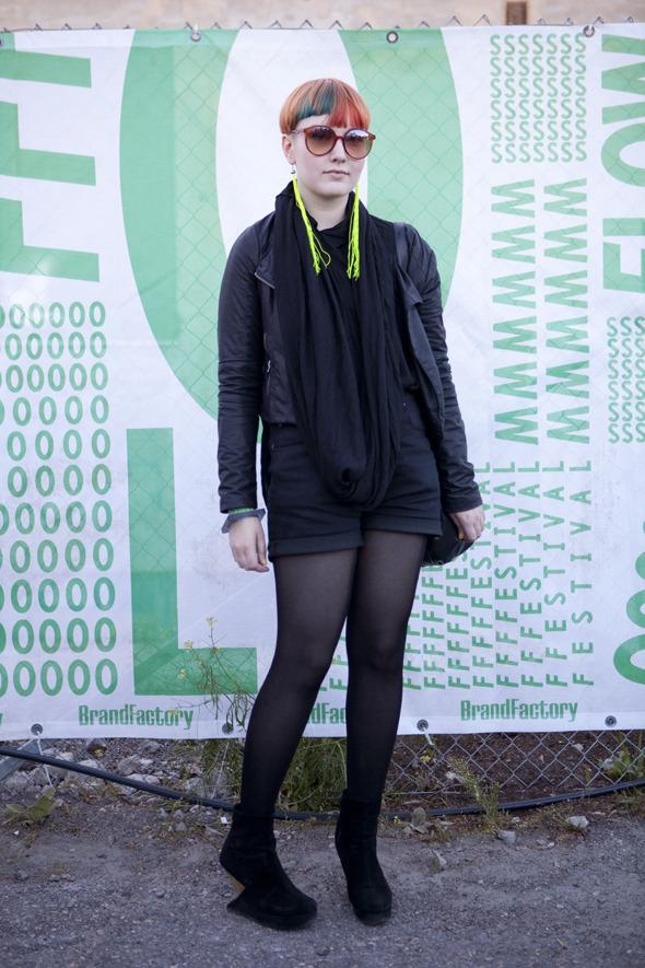 Пайетки, новая готика и андрогинность: Люди на фестивале Flow. Изображение № 23.