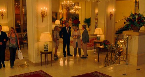1. Hôtel Le Bristol  Переночевать здесь стоит от полутора тысяч евро, а номер Suite, в котором обитает семейство, в несколько раз дороже — из чего можно сделать вывод, что невеста писателя Пендера из Очень Богатой семьи.. Изображение №93.