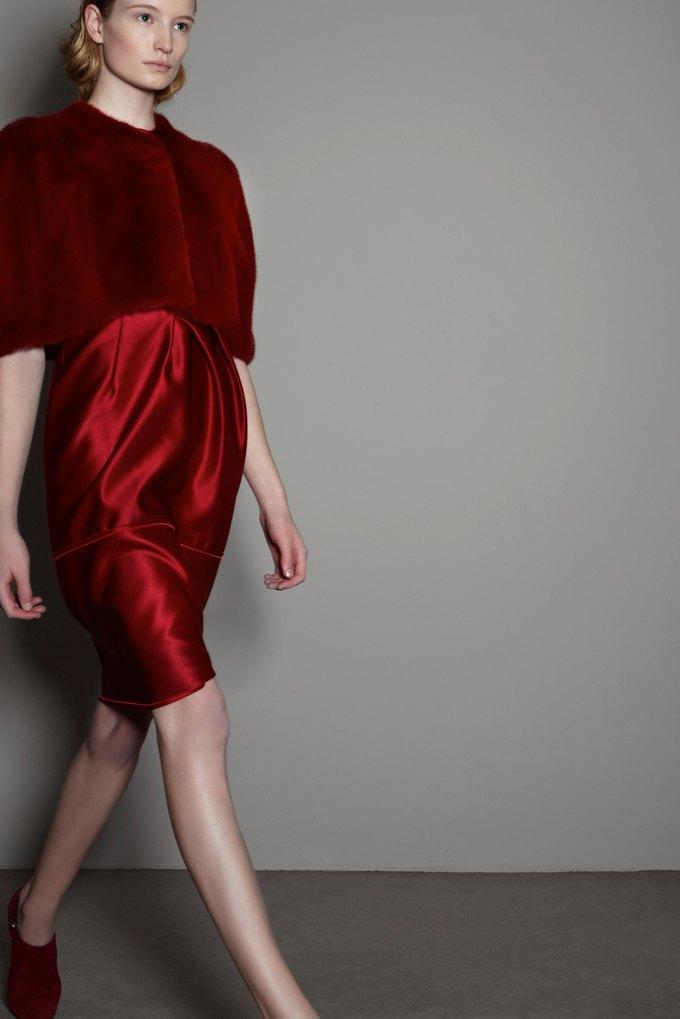 Вышли предосенние коллекции Alexander McQueen, Moschino и Valentino. Изображение № 25.