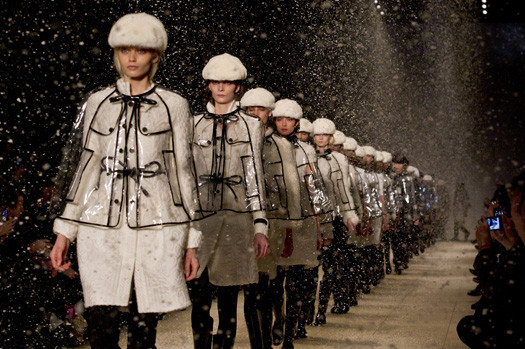 Показ Burberry FW 2011 на Неделе моды в Лондоне. Изображение № 2.