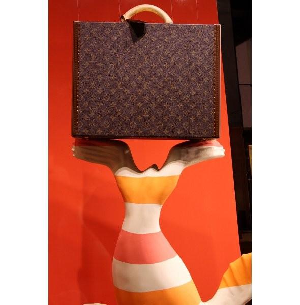 10 праздничных витрин: Робот в Agent Provocateur, цирк в Louis Vuitton и другие. Изображение № 66.