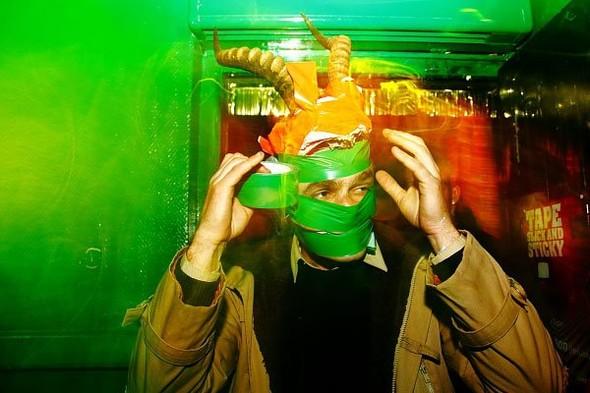 Baile funk - развязный и злой фанк, под который трясут попами в бедных бразильских фавелах. Изображение № 4.