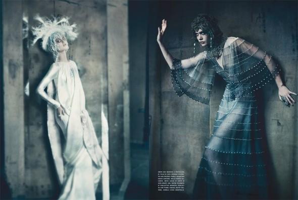 Съемка: Фрида Густавссон, Жак Ягачак и Кристина Салинович для Vogue. Изображение № 4.
