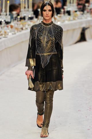 Chanel показали пре-осеннюю коллекцию. Изображение № 54.