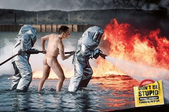 44 лучших рекламных постеров с презервативами. Изображение №29.