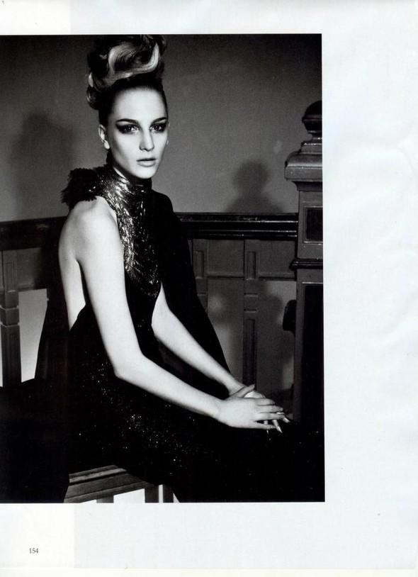 Съёмка: Розанна Георгиу для Vogue. Изображение № 4.