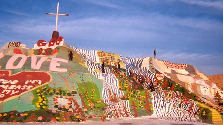 Salvation Mountain-искусство илиотмывание денег?. Изображение № 4.