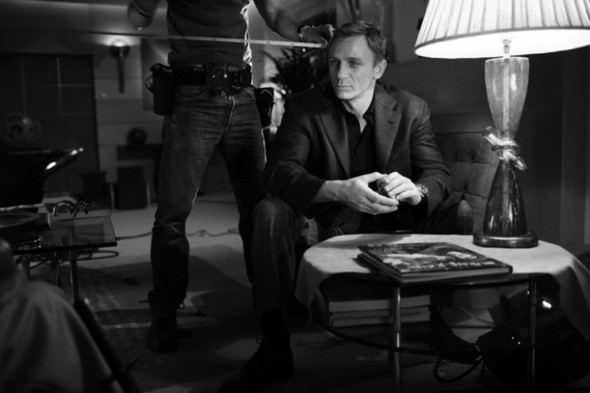 007: DANIEL CRAIG: BEHIND THE SCENES BW PHOTOGRAPHY. Изображение № 15.