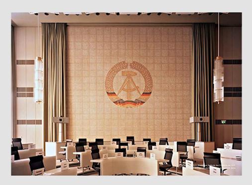 10 альбомов о современном Берлине: Бунт молодежи, панки и знаменитости. Изображение №46.