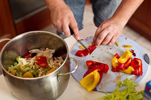 Овощное рагу, гаспачо, греческий салат: Настоящий осенний обед. Изображение № 25.
