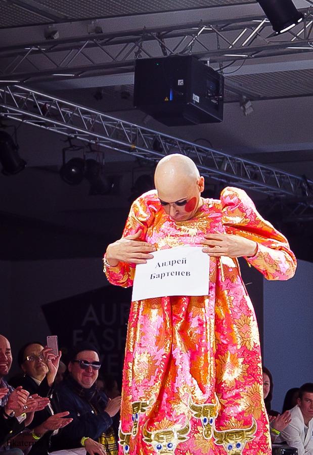 Fashion-перфоманс от SKIF Fashion. AURORA FASHION WEEK Russia SS13. Изображение № 16.