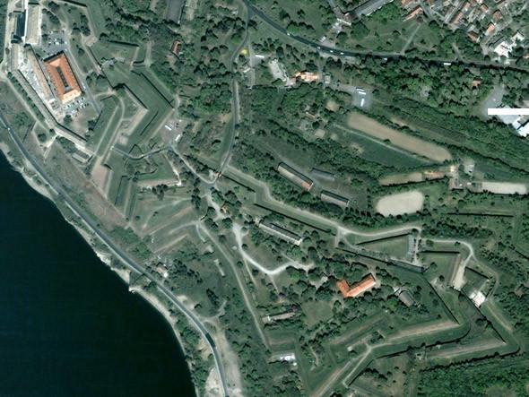 Вид на Петроварадинскую крепость из космоса. Изображение № 1.