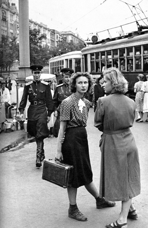 Каждой Советской Женщине – Платье отДиора. Изображение № 3.