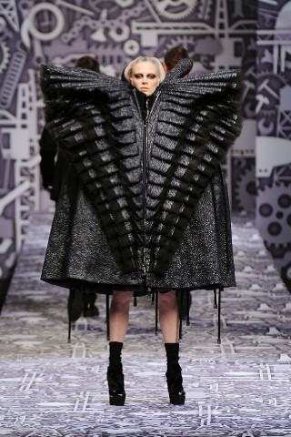 Back to black : Gareth Pugh и Victor&Rolf aw 2010-2011. Изображение № 76.