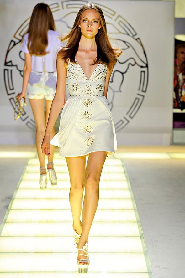 ТОП 10 белых платьев 2012 в коллекциях дизайнеров сезона весна-лето. Изображение № 1.
