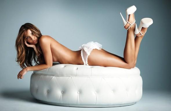 Нижнее белье для невест от Victoria's Secret. Изображение № 5.
