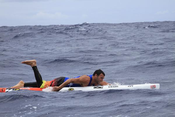 Знаменитый серфер Джоэл Паркинсон с острова Молокай на Оаху, Гавайи.. Изображение № 1.