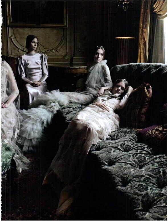 Съёмка: Кутюр Valentino в итальянском Vogue. Изображение № 13.