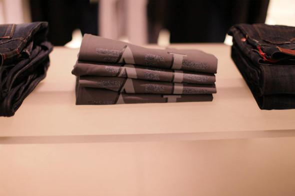 Корнер Armani Jeans на четвертом этаже ЦУМа. Изображение № 8.