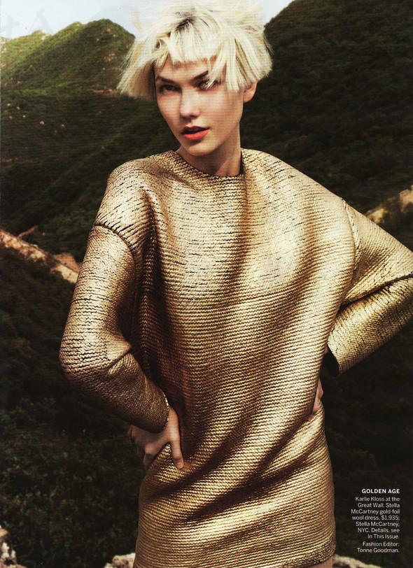 Съёмка: Карли Клосс в объективе Марио Тестино. Изображение № 4.