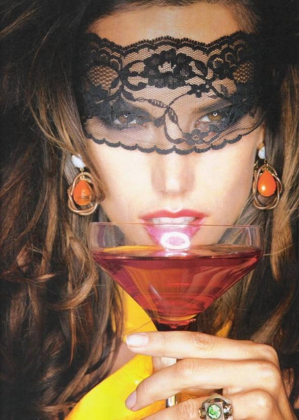 Съёмка: Алессандра Амброзио, Эмануэла де Паула и другие для Vogue. Изображение № 6.