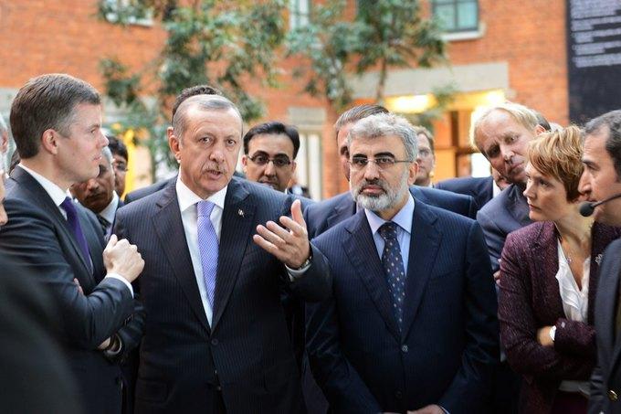 Премьер-министр Турции Реджеп Эрдоган (второй слева). Изображение № 1.