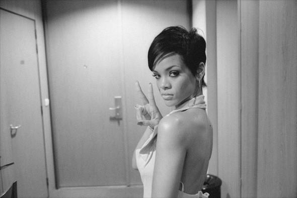 Видео: Rihanna — «Rockstar 101». Изображение № 1.