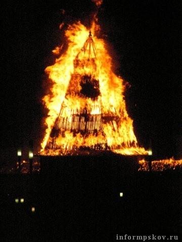Пожар в Псковском кремле. Изображение № 1.