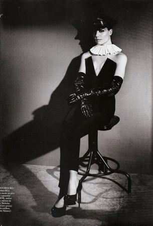 Съёмка в испанском Vogue, август 2011. Изображение № 78.