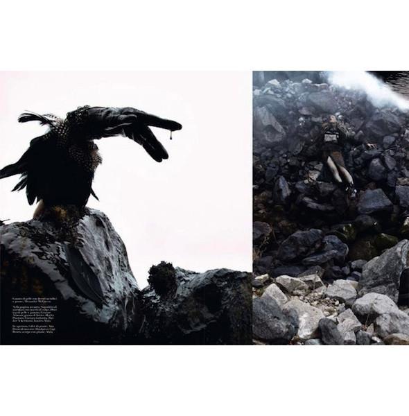 Съемка «Water & Oil» в итальянском Vogue. Изображение № 7.