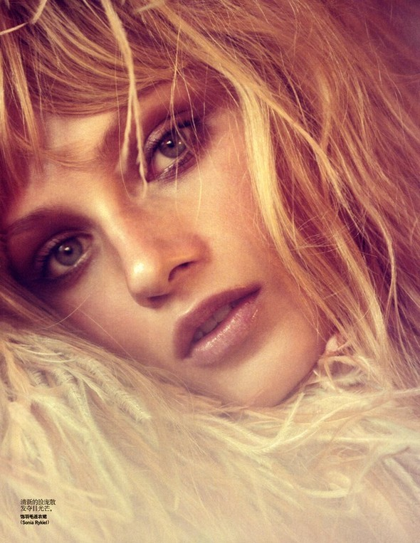 Anna Selezneva in Vogue China July 2009 by Camilla Akra. Изображение № 10.