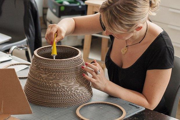 Как сделать из толстого картона абажур для лампы . Изображение № 23.