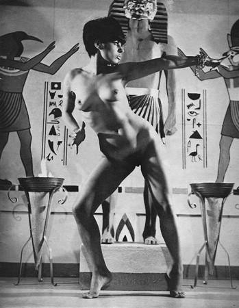 Части тела: Обнаженные женщины на фотографиях 50-60х годов. Изображение № 72.