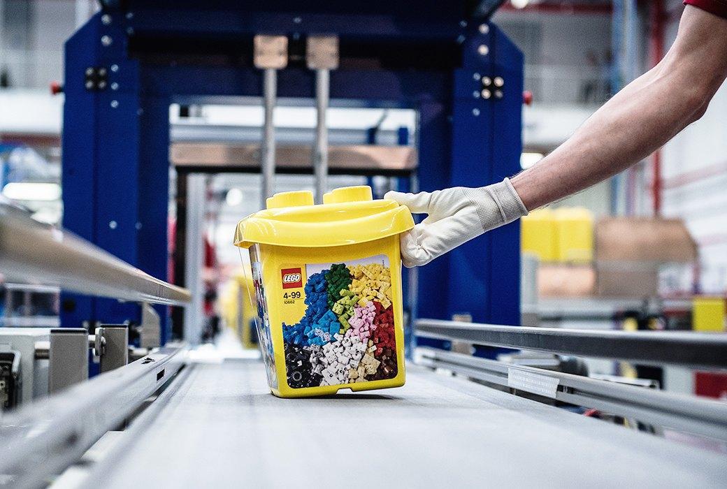 Репортаж с завода LEGO: Столько кубиков вы ещё  не видели. Изображение № 8.