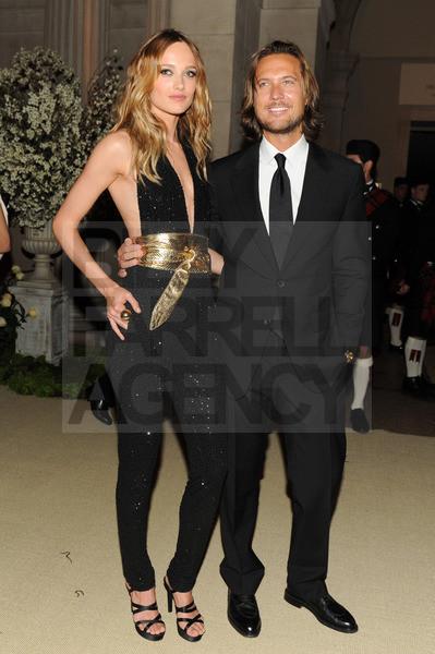 Изображение 20. 2011 MET Costume Institute Gala - Models style.. Изображение № 21.