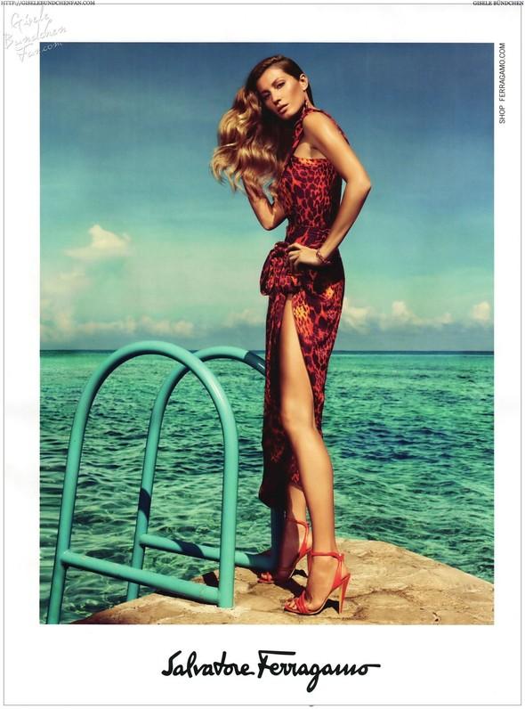 Превью кампаний: Dolce & Gabbana, Emporio Armani, Givenchy и другие. Изображение № 8.