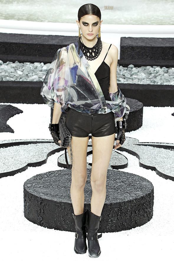 Карл Лагерфельд показал одну из самых красивых коллекций, когда-либо созданных для Chanel. Изображение № 35.