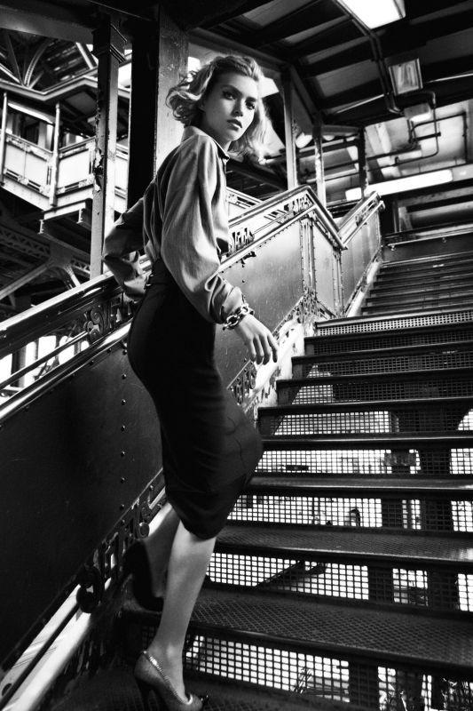 Съёмка: Аризона Мьюз для британского Vogue. Изображение № 10.