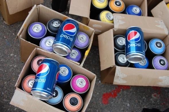 Изображение 1. Граффитчики Pepsi освежили спортплощадку в Одессе.. Изображение № 1.