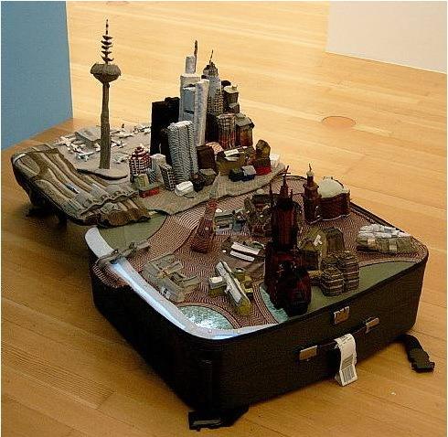 «Город вчемодане» китайской художницы YinXiuzhen. Изображение № 2.