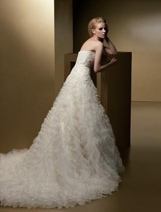 """""""Выбираем свадебное платье!"""" 93 идеи ведущих дизайнеров. Изображение № 63."""