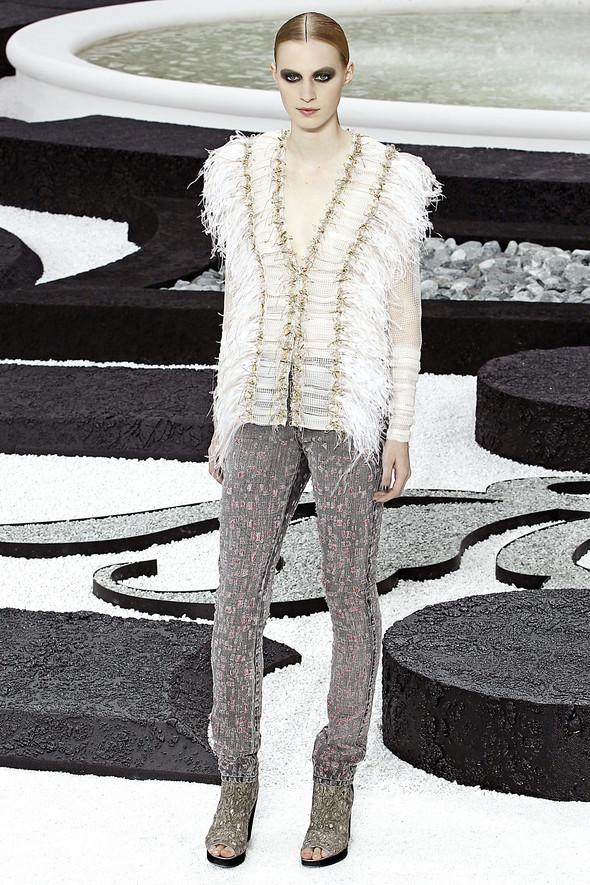 Карл Лагерфельд показал одну из самых красивых коллекций, когда-либо созданных для Chanel. Изображение № 28.