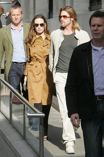 Анджелина Джоли и Брэд Питт приобщаются к культуре. Изображение № 3.